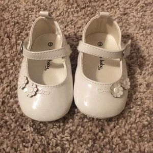 Ivory/white baby girl shoes with flowers lot 2